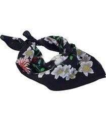pañuelo negro nuevas historias formas con flores ba547