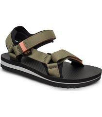 w universal trail shoes summer shoes flat sandals grön teva