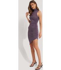 na-kd party draperad klänning med polokrage - purple