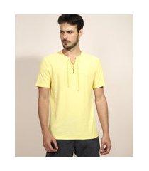 camiseta masculina com amarração manga curta gola v amarela