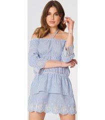 debiflue x na-kd off shoulder string dress - blue,multicolor