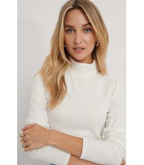 the fashion fraction x na-kd topp med hög hals - white