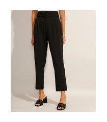 calça carrot alfaiataria com bolsos e cinto cintura super alta preta