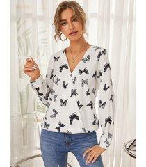 yoins blusa blanca con cuello en v y diseño cruzado con estampado de mariposas