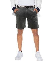 bermuda masculina en terciopelo gris con cintura en print militar de la marca osop mansion men's fashion jackpot