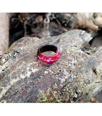 pierścionek z drewna i żywicy różowa fala