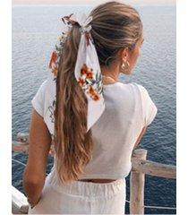 bufanda scrunchie con estampado floral