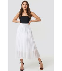 na-kd trend drawcord pleated midi skirt - white