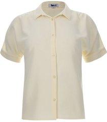 camisa m/c con recogido color café, talla 10