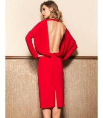 sukienka wieczorowa z odsłoniętymi plecami midi