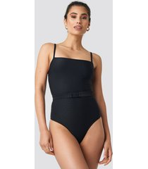 hannalicious x na-kd thin strap structured belted swimsuit - black