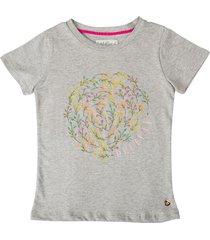 camiseta gris estilo rosa flora