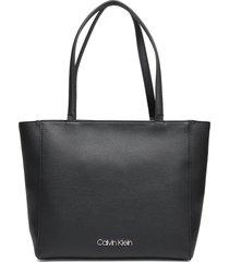 ck must shopper sm bags top handle bags zwart calvin klein