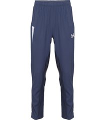 pantalón de buzo under armour uc travel pant azul - calce ajustado
