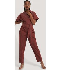 trendyol jumpsuit med bälte - brown