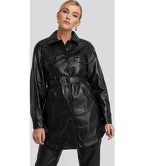na-kd trend pu belted shirt jacket - black