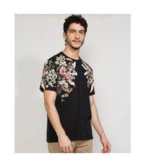 camiseta masculina manga curta com estampa floral gola careca preta