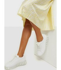 nly shoes translucent retro sneaker low top