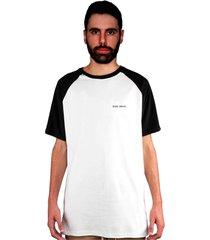 camiseta manga curta raglan skate eterno clean branca/preto - kanui