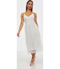 vila viglow s/l midi dress/nly loose fit dresses