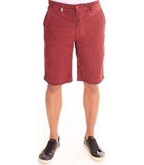 bermuda convicto com jato de pigmento vermelho
