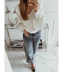 blusa de manga larga con cuello de pico y botones de perlas de celmia