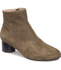 aya s shoes boots ankle boots ankle boots with heel brun shoe the bear