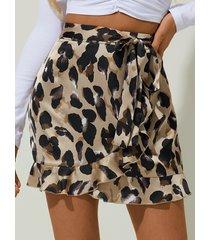 yoins leopard cinturón diseño minifalda con ribete de volantes