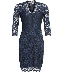 women's karen kane scalloped lace sheath dress, size medium - blue