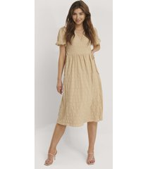 na-kd trend structured overlap midi dress - beige
