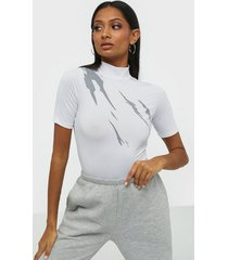 nly trend i glow tee t-shirts