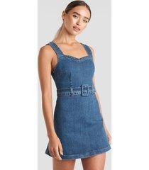 céline & talisa x na-kd belted mini denim dress - blue