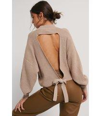 na-kd trend stickad tröja med öppen rygg - beige