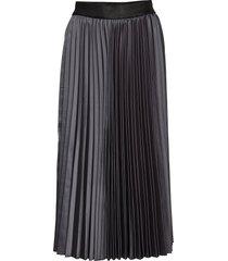 sienna 706 asphalt satine knälång kjol svart fiveunits