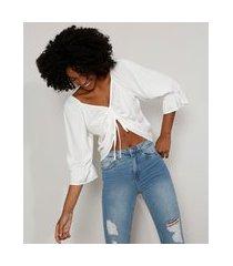 blusa feminina manga bufante cropped com franzido e amarração decote v off white