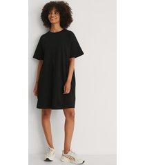 na-kd basic ekologisk boxig t-shirtklänning - black