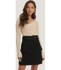 na-kd trend kjol med fickor och bälte - black