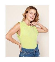 regata muscle tee feminina com ombreiras decote redondo verde claro