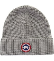 canada goose ribbed beanie and classic disc