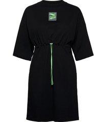 evide dress knälång klänning svart puma
