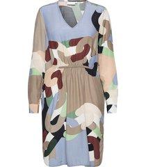 dress in chain print with elastic a knälång klänning multi/mönstrad coster copenhagen