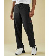 spodnie z kieszenią na nogawce