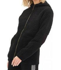 chaqueta con capucha negro 7.5 setepontocinco