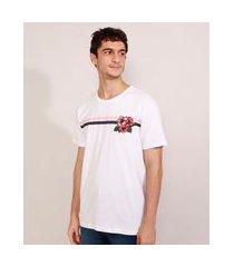 camiseta masculina manga curta com bordado floral e listras gola careca branca