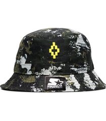 marcelo burlon county of milan chapéu x starter black label camuflado com logo - verde