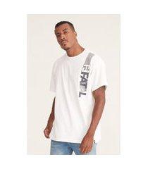camiseta fatal plus size estampada branca