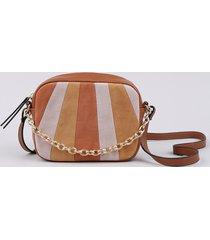 bolsa feminina transversal pequena com recorte em suede e corrente caramelo