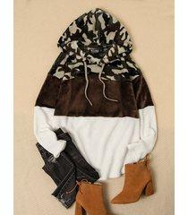 camuflaje color block de manga larga mullido capucha