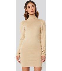hanna weig x na-kd high neck puffy shoulder dress - beige