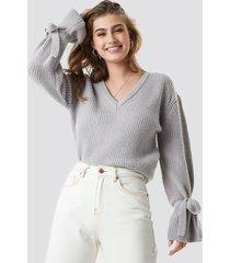 linn ahlborg x na-kd v-neck tie sleeve sweater - grey